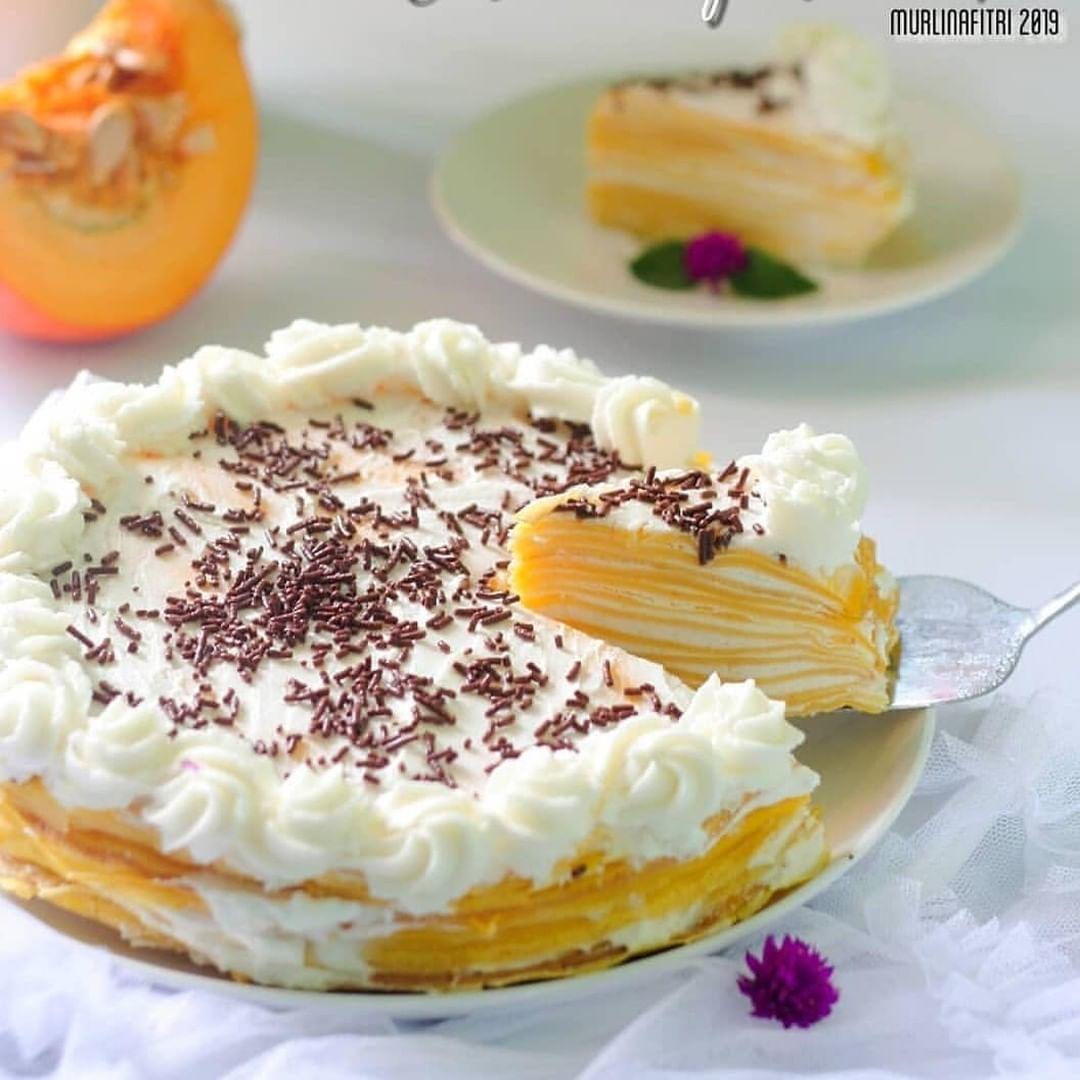 Pumpkin miles crepescake